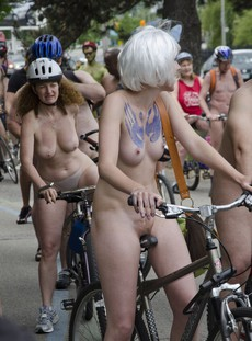 Public nudity pussy bodyart