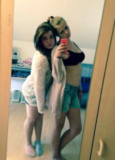 Young beautiful girls selfshot pics
