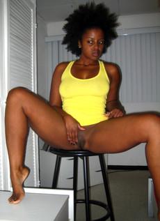 Ebony girlfriend posing naked and..