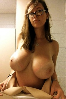 Busty babe with big hooters posing..