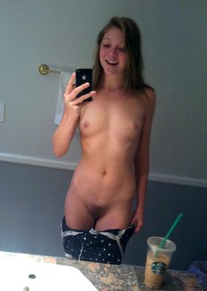 Amateur girlfriends show their naked..